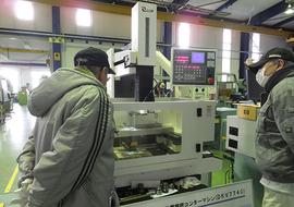 CNCワイヤ放電コンターマシン