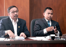 Ahmad Seng工学部長(左) Muhammad Amin国際部長(右)