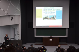 技術科学大学の特色について説明する井上理事・副学長