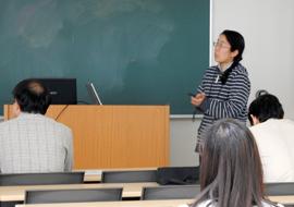 受入研究者 横田久里子准教授による研究概要説明