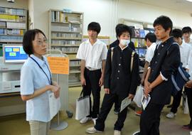 愛知県立安城南高等学校3年生のラボツアーを実施しました。 News ...