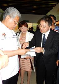 マレーシア教育大臣への大学説明の様子
