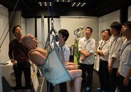 人間・ロボット共生リサーチセンターの見学