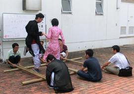 留学生による民族舞踊・音楽の披露