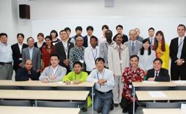 終了後に(研修員の多くが民族衣装で参加しました)