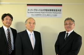 スーパーグローバル大学創成事業推進本部の看板前