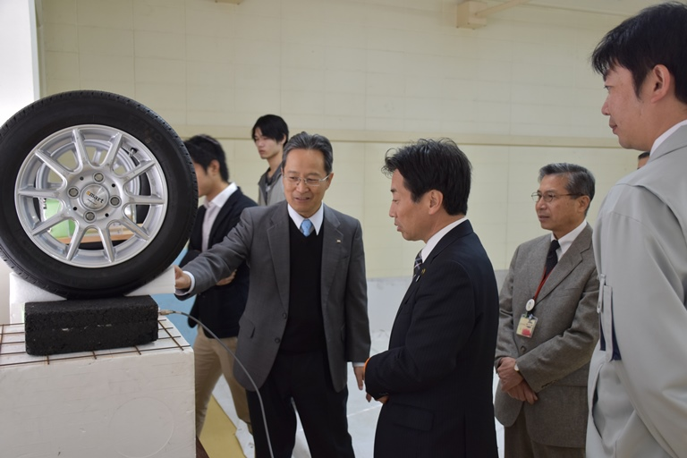 https://www.tut.ac.jp/images/151225chiryu3.JPG