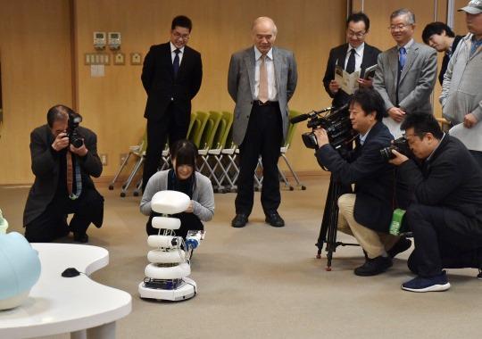 https://www.tut.ac.jp/images/171114kisyakaiken-3.JPG