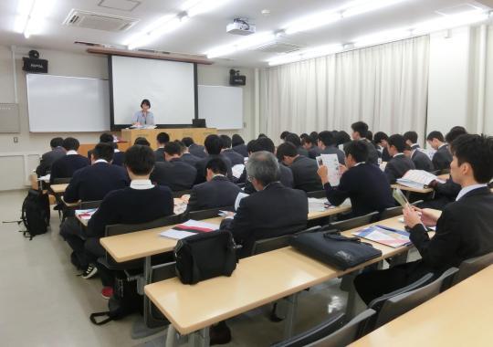 https://www.tut.ac.jp/images/190520kengaku-1.JPG