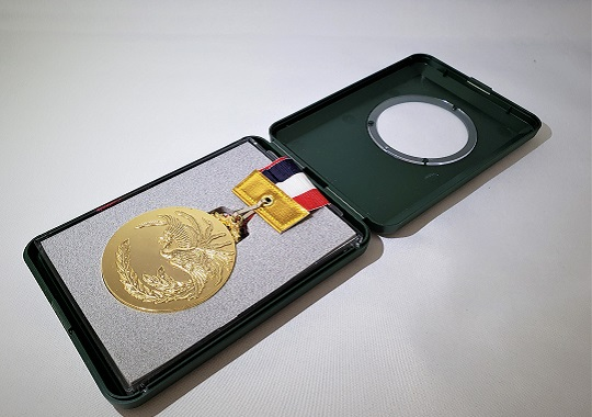 https://www.tut.ac.jp/images/200715jusyo-koba-medal.jpg