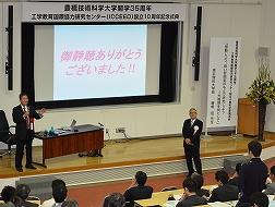 学生からの質問に答える藤嶋氏