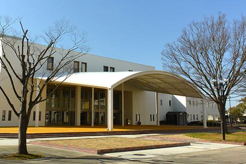 附属図書館がリニューアルオープンしました。